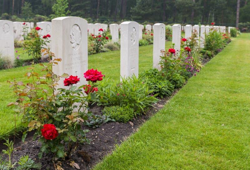 Tombes des soldats canadiens tombés images stock