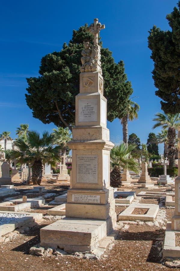 Tombes sur le cimetière naval de Kalkara image libre de droits
