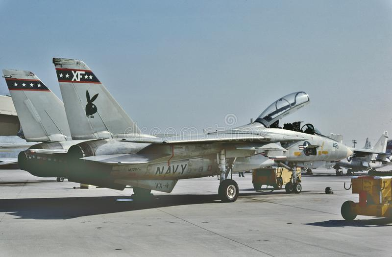 Tomcat USN Grumman F-14B готовый для другой миссии на этап Mugu NAS 6-ого июня 1987 стоковая фотография rf
