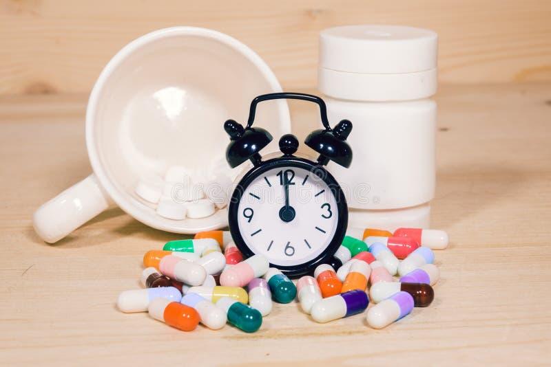 Tome la medicina el tiempo imagen de archivo