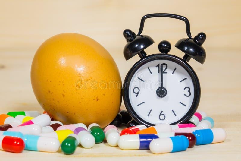 Tome la medicina el tiempo fotos de archivo libres de regalías