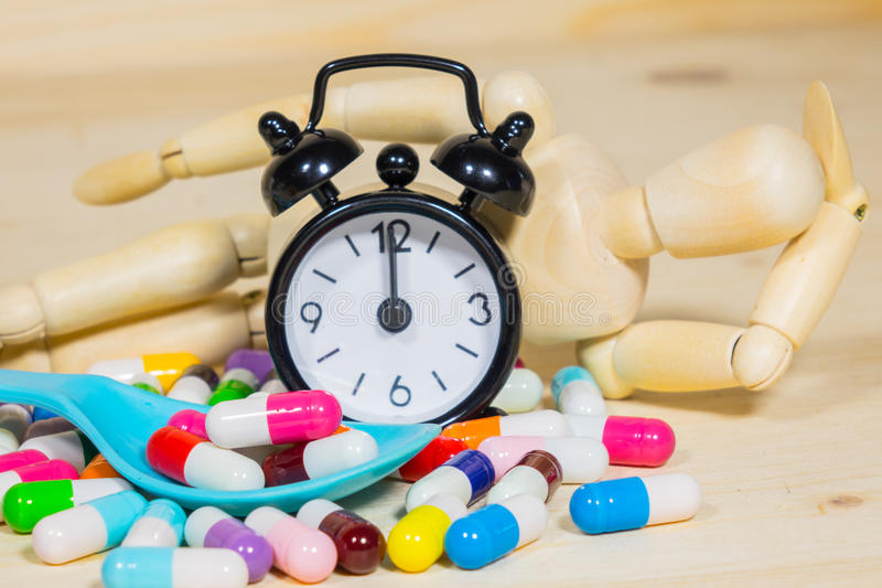 Tome la medicina el tiempo imagenes de archivo