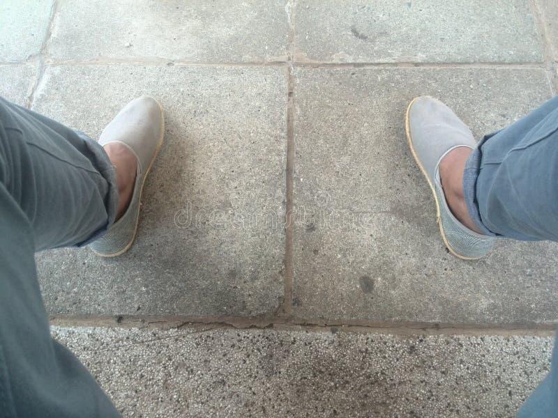 Tome uma caminhada em minhas sapatas imagem de stock royalty free