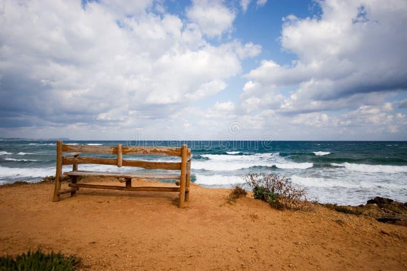 Tome un asiento en la playa fotos de archivo libres de regalías