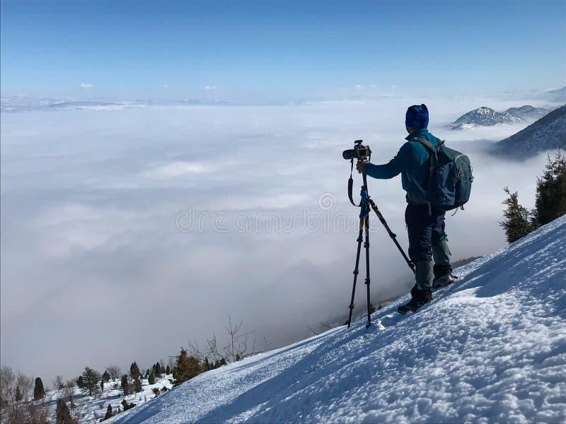 Download Tome Una Imagen De Las Nubes De La Niebla Imagen de archivo - Imagen de fotógrafo, niebla: 100526203
