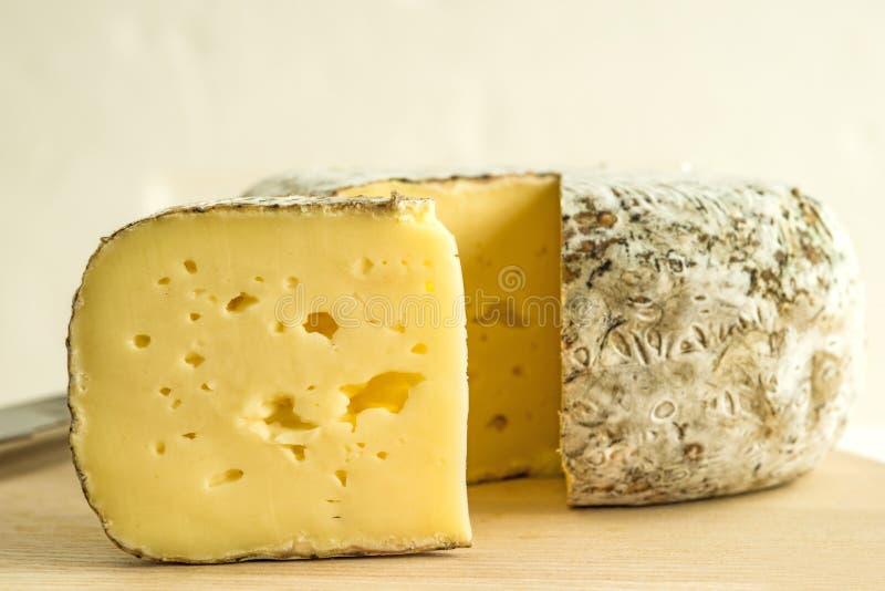Tomette des Alpes, τυρί της Γαλλίας στοκ εικόνα με δικαίωμα ελεύθερης χρήσης