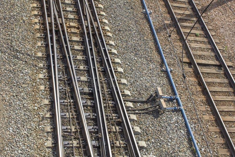 Tomma järnvägsspår med mekanism för ändrande riktning av rörelse, bästa sikt royaltyfria bilder