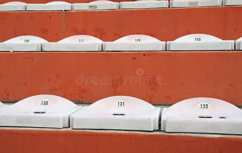 Tomma platser i ställningarna av stadion fotografering för bildbyråer