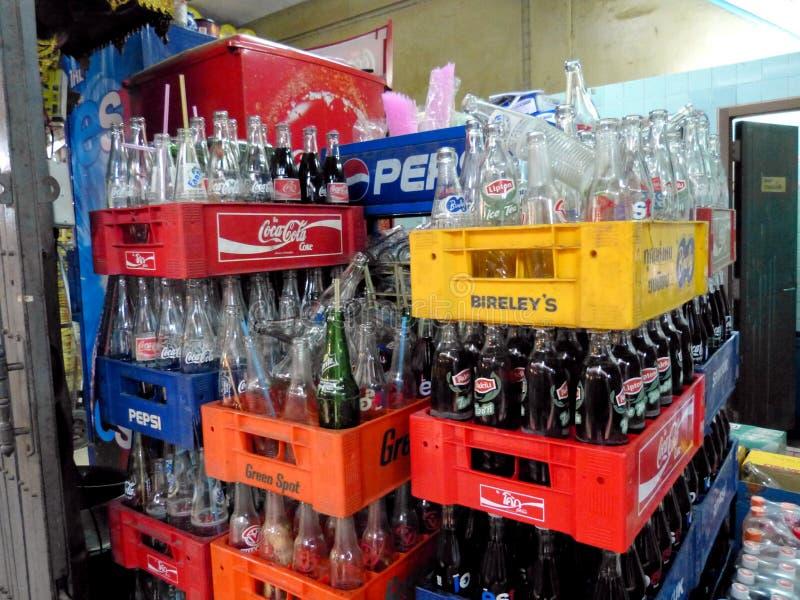 Tomma sodavattenflaskor, Bangkok, Thailand royaltyfria foton