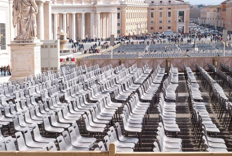 Tomma stolar i fyrkanten för St Peter ` s, Vaticanen, Rome, Italien royaltyfria foton