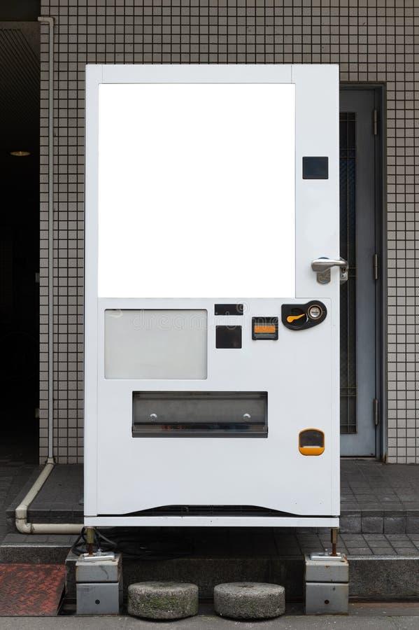 Tomma vita hyllor av varuautomaten arkivbild