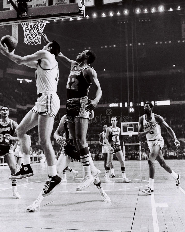Tommy Heinsohn Y Celtics Greats De Bill Russell Foto editorial