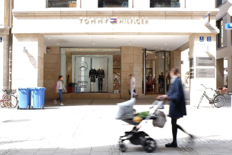 Tommy Hilfiger Shop i Munich royaltyfria bilder