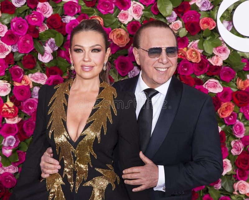 Tommy Mottola e Thalia em Tony Awards 2018 imagem de stock royalty free