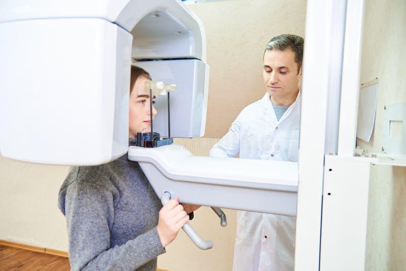 Tomografia computorizada dos dentes imagem de stock