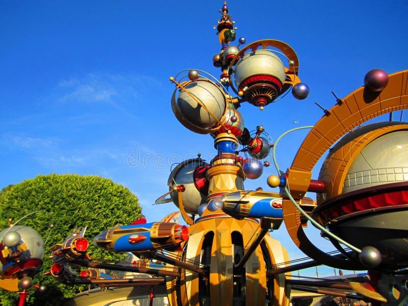 Tomorrowland на Диснейленде, Лос-Анджелесе стоковая фотография rf