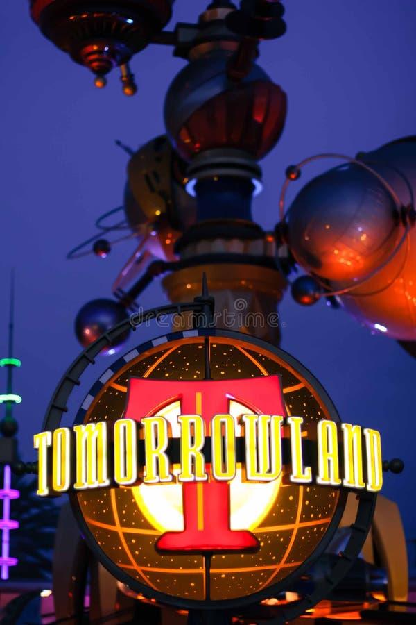 Tomorrowland tecken på Disneyland, Kalifornien royaltyfri fotografi