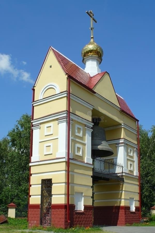 Tomsk klockstapeln av kyrkan av uppståndelsen arkivbilder
