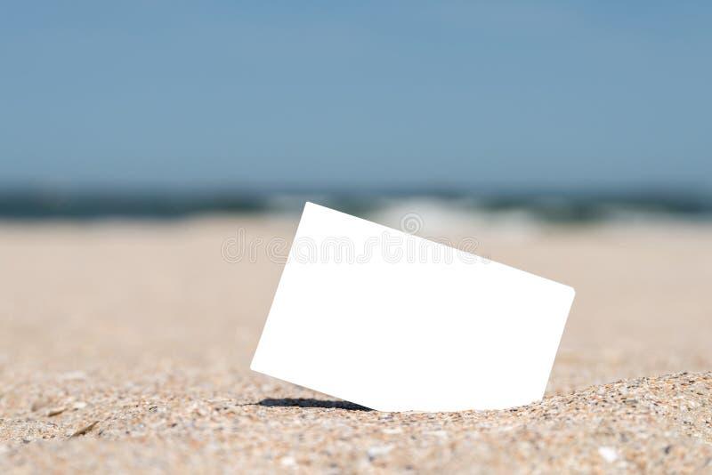 Tomt ögonblickligt fotokort för vit på strandsand fotografering för bildbyråer