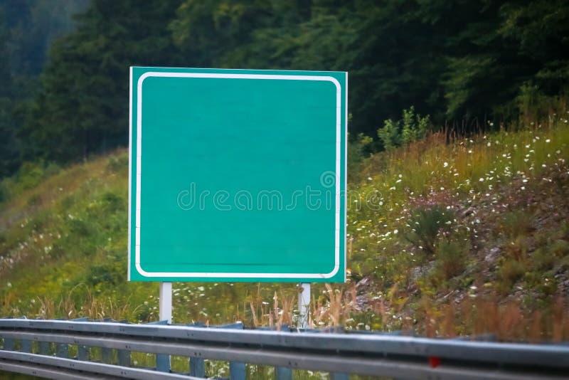 tomt grönt vägmärke royaltyfria bilder