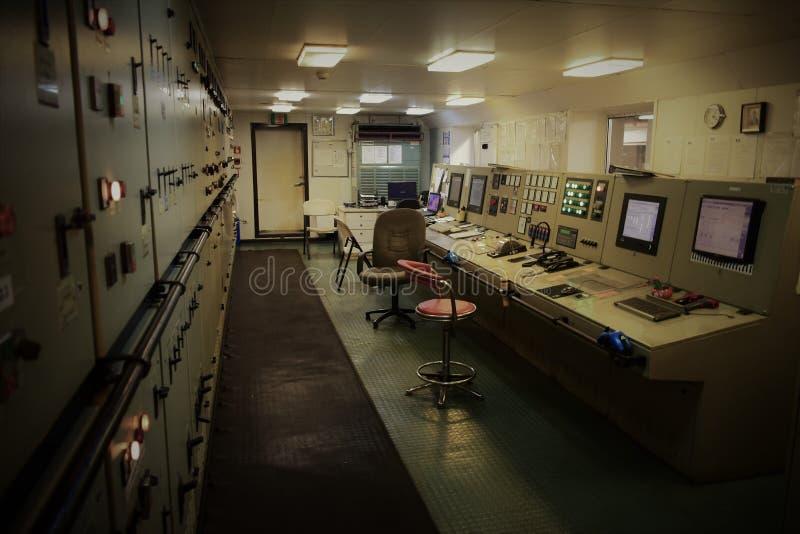 Tomt motorkontrollrum på lastfartyget royaltyfria foton