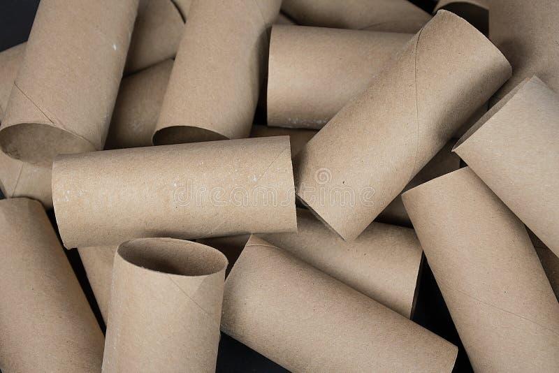 tomt papper rullar toaletten arkivbild