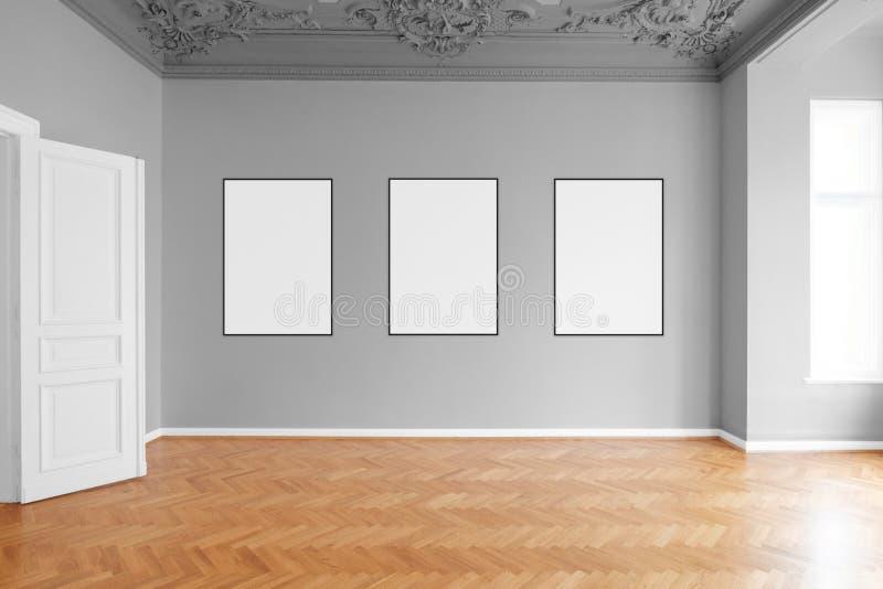 Tomt rum med tre tomma bildramar som hänger på väggen i lägenhet arkivbilder
