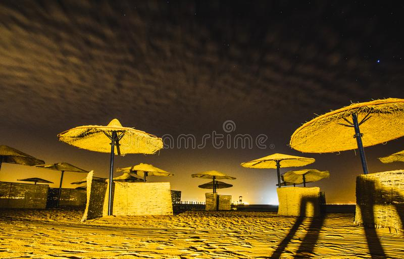 Tomt Sofitel hotell vid natt, Taba, Egypten royaltyfria bilder