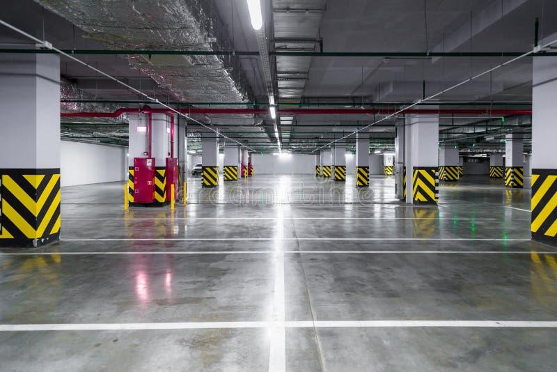 Download Tomt Underjordiskt Parkeringsgarage Arkivfoto - Bild av konkret, cement: 78732312