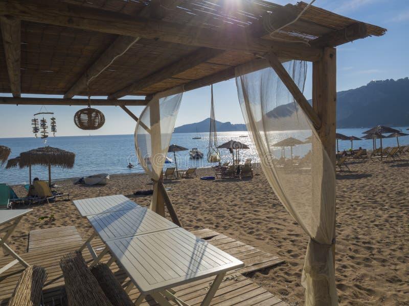 Tomt utomhus- kafé för sommar på den tropiska ön Lens signalljus royaltyfri fotografi
