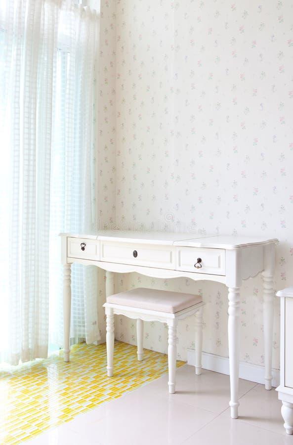 Tomt vitt rum för garnering royaltyfri fotografi