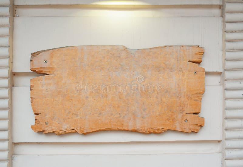 Tomt wood bräde på väggen fotografering för bildbyråer