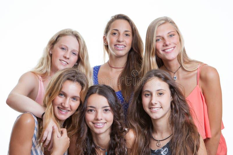 Tonår med perfekt tänder och hänglsen royaltyfri fotografi