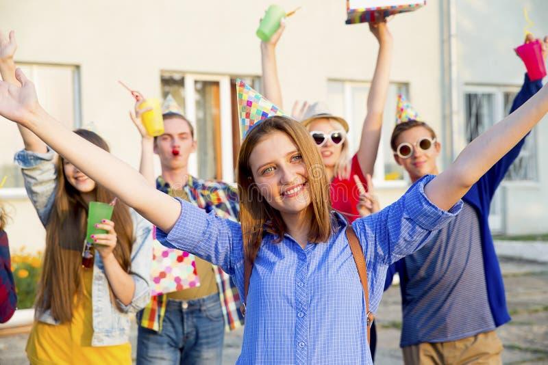 Tonår som har ett parti royaltyfria foton