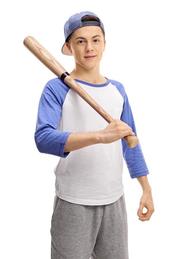 Tonårig basebollspelare med ett slagträ som ser kameran arkivfoton