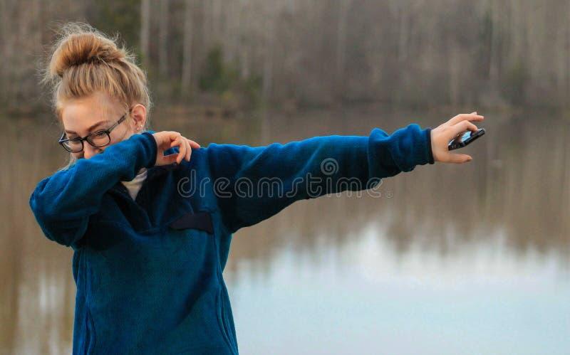 Tonårig flicka - klickar arkivfoto