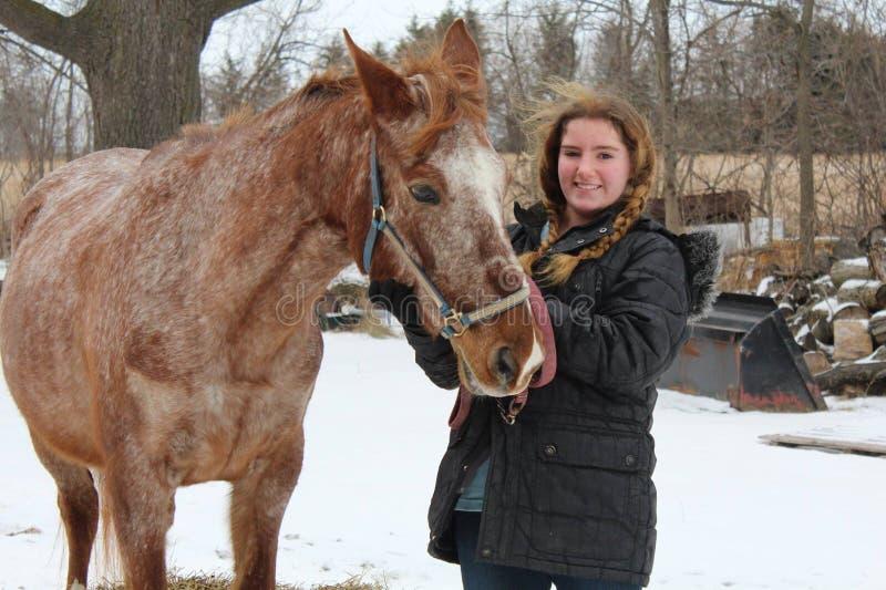 Tonårig flicka med ridninghästen royaltyfria bilder