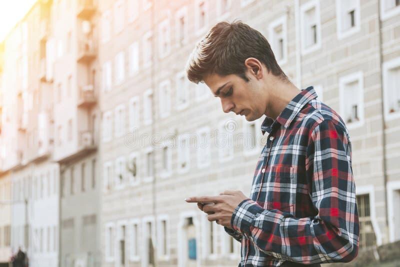 Tonårig pojke i stads- stående royaltyfria foton