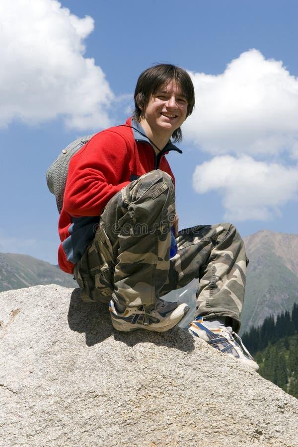 tonåring för sport för bergpullover röd fotografering för bildbyråer