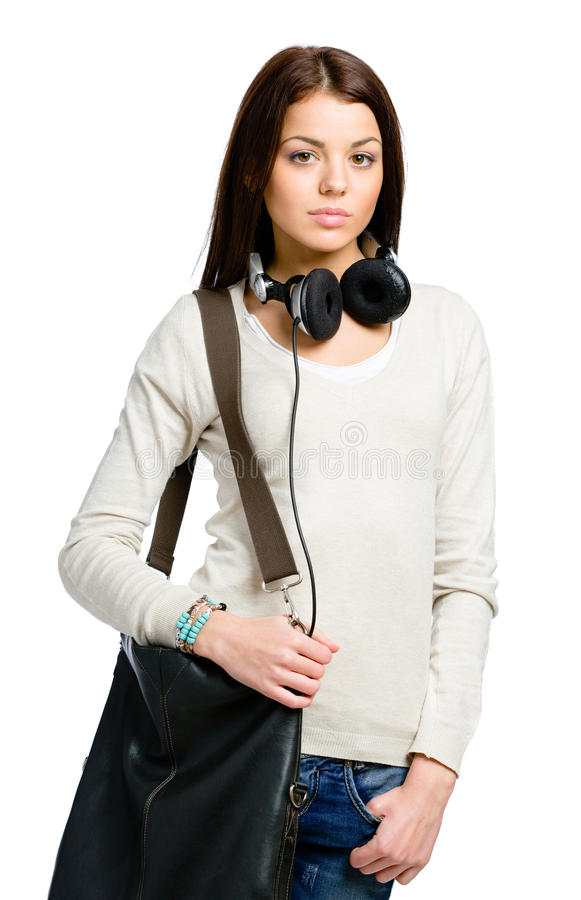 Tonåring med hörlurar och handväskan royaltyfria foton