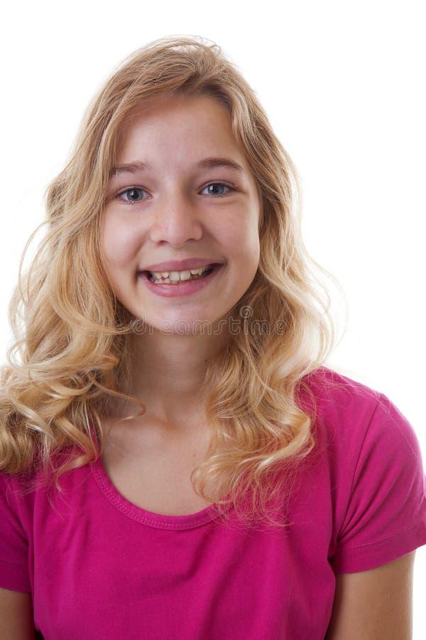 Tonåringen ler in i kamera arkivfoton