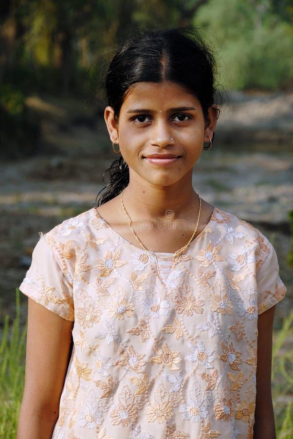 tonåringflicka lantliga india royaltyfria foton