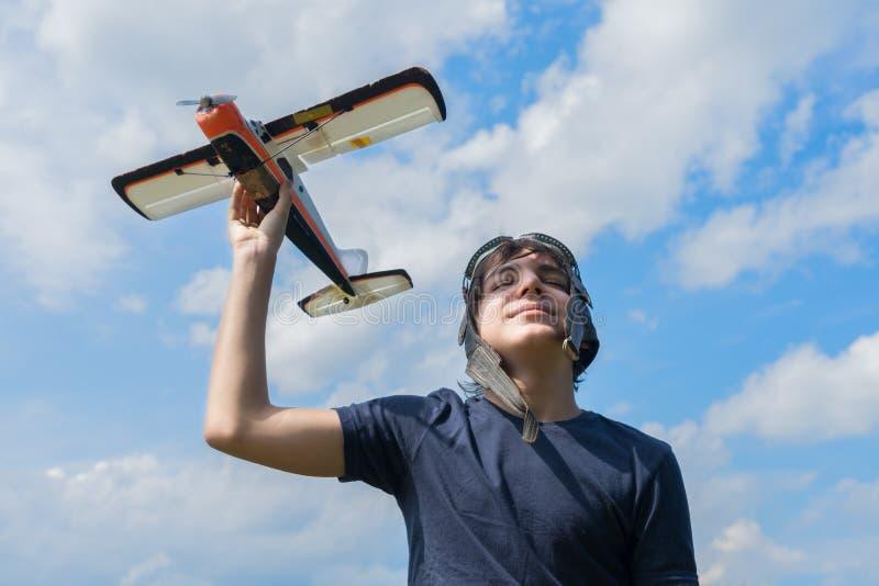 Tonåringpojkepilot arkivfoton
