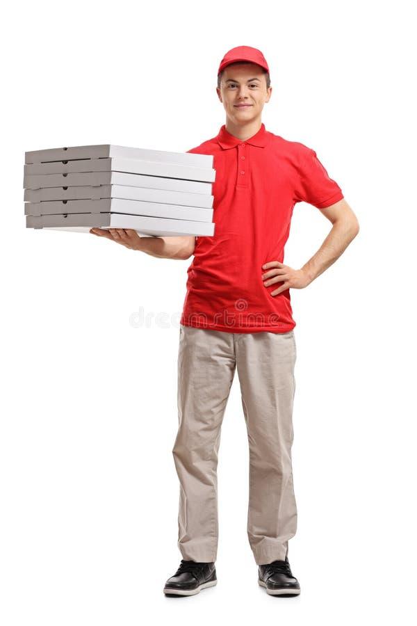 Tonårs- askar för pizza för leveranspojke hållande royaltyfri bild