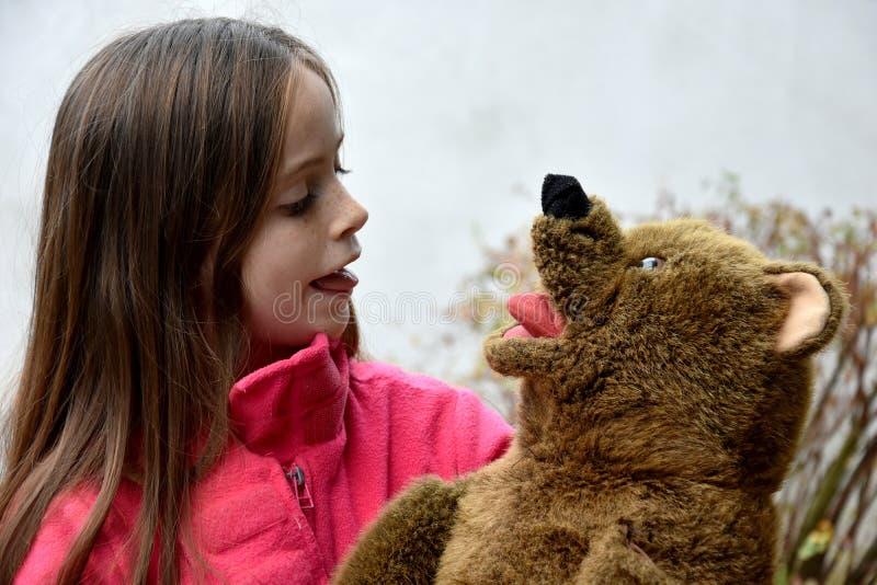 tonårs- björnflickanalle arkivfoto