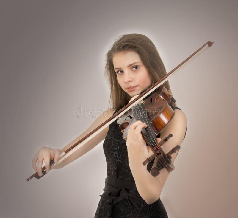 Tonårs- flicka med altfiolen royaltyfri fotografi