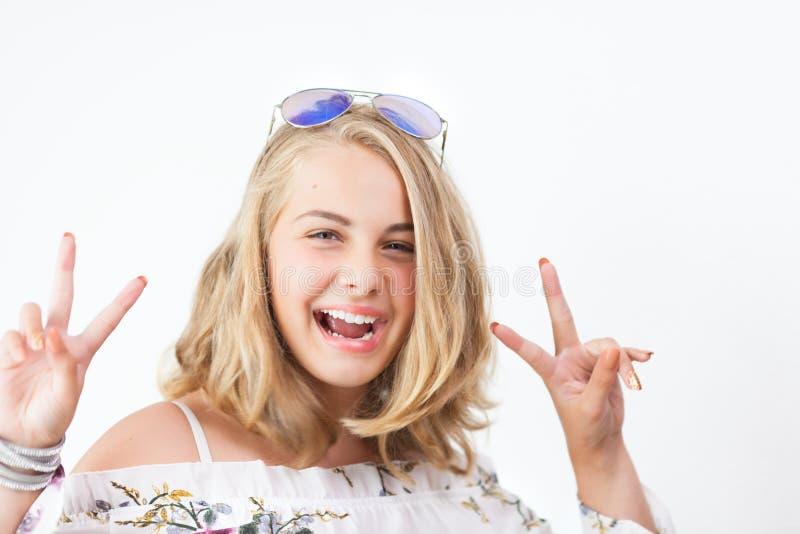 Tonårs- flicka med exponeringsglas arkivfoton