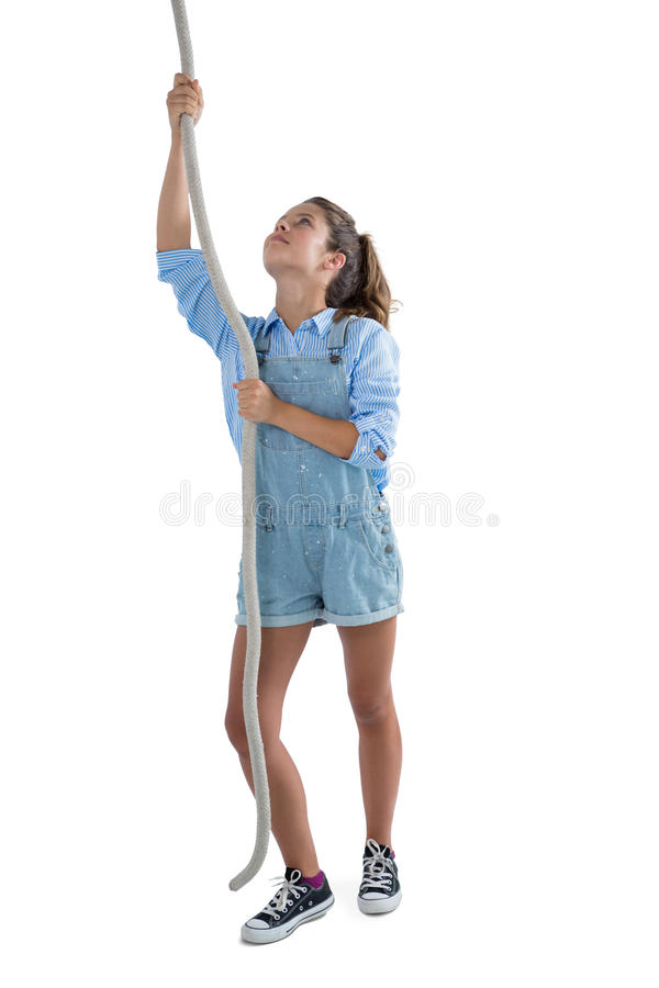 Tonårs- flicka som klättrar repet fotografering för bildbyråer