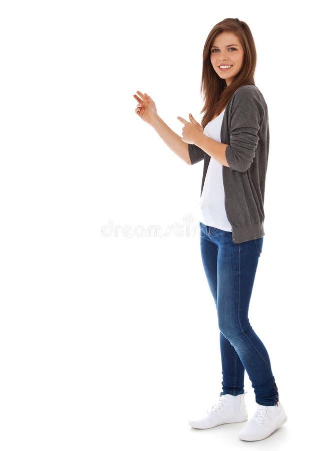 Tonårs- flicka som pekar till sidan royaltyfria bilder