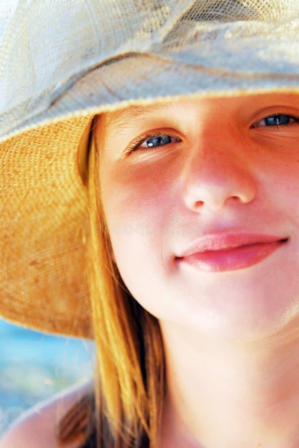 tonårs- flickahatt royaltyfria foton